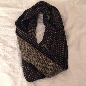 Bcbgmaxazria infinity scarf